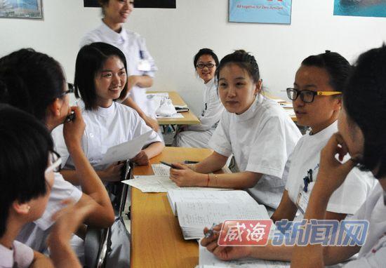 凤凰网:德国专家来基地挑雷电竞app 威海姑娘面试不胆怯